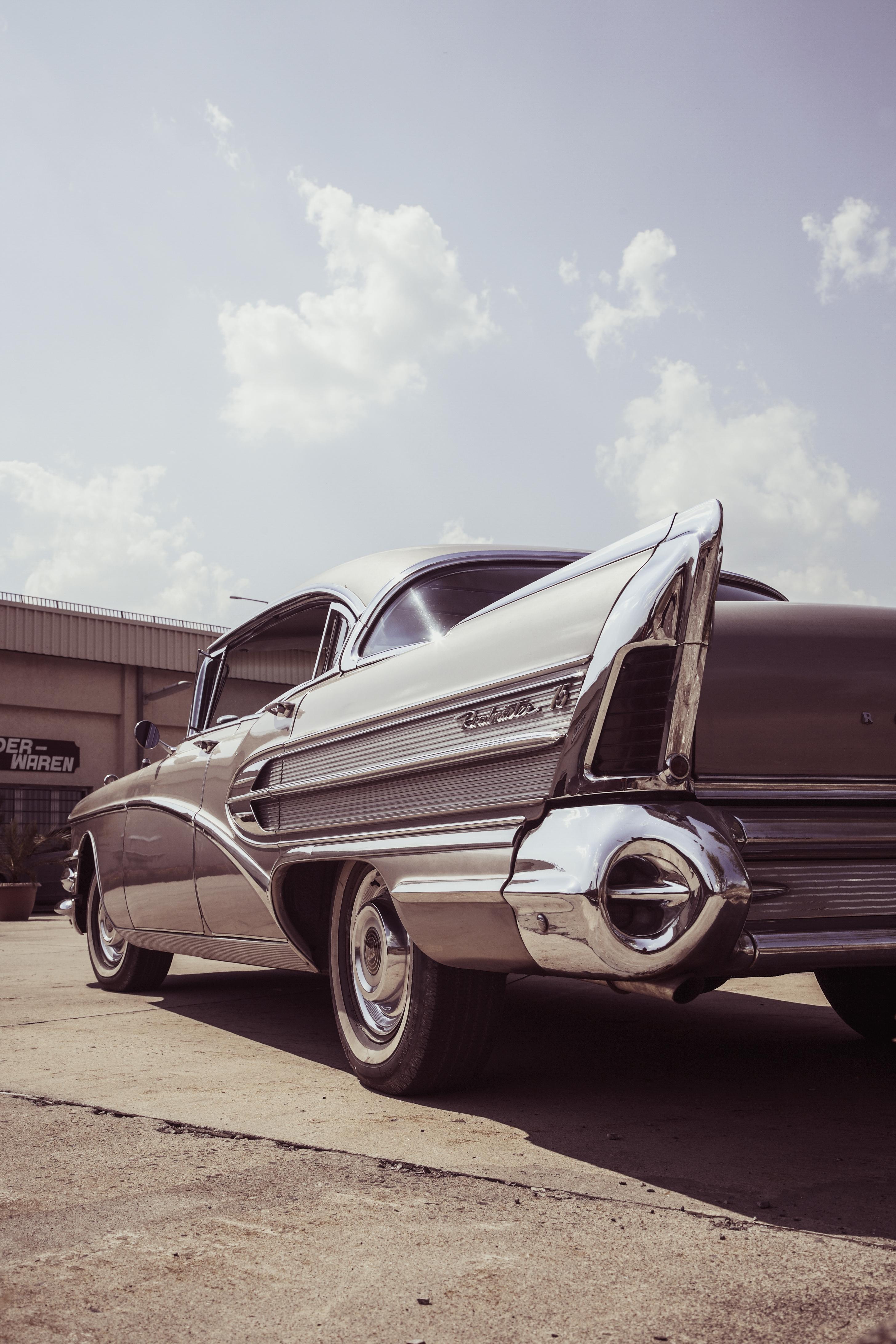 Gray Car · Free Stock Photo