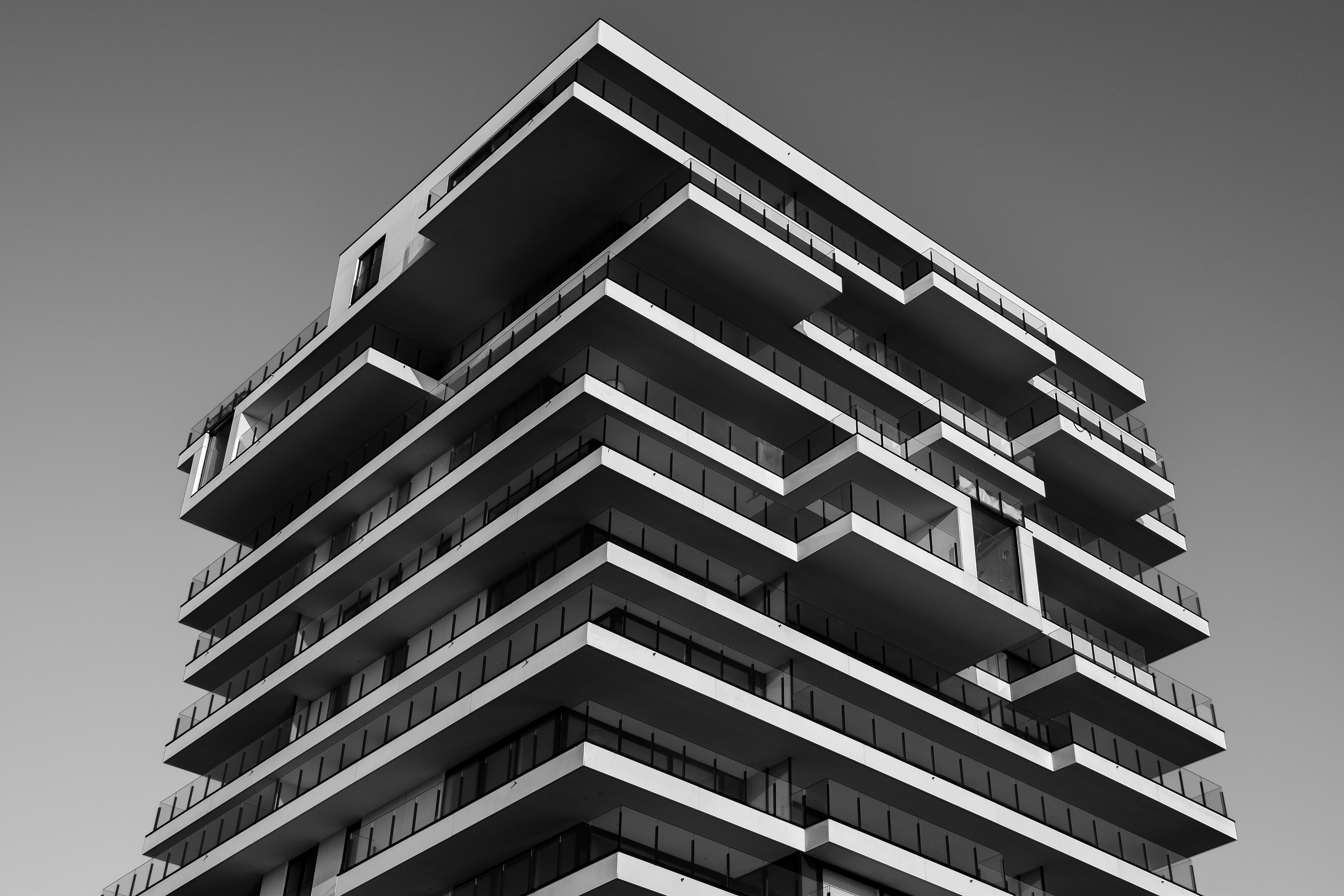 Black And White Building Construction : Grayscale photo of concrete building · free stock