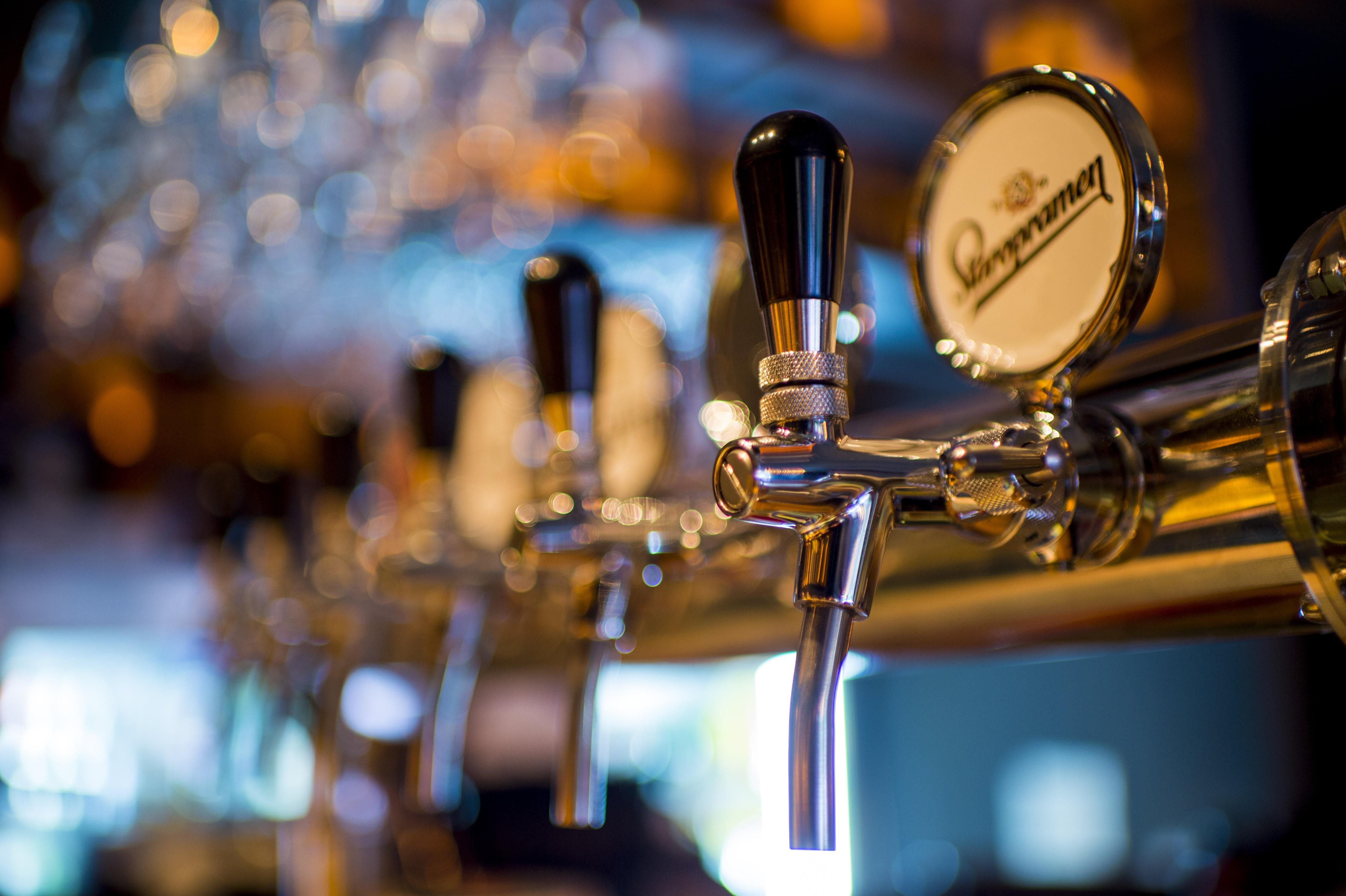 https://static.pexels.com/photos/159291/beer-machine-alcohol-brewery-159291.jpeg