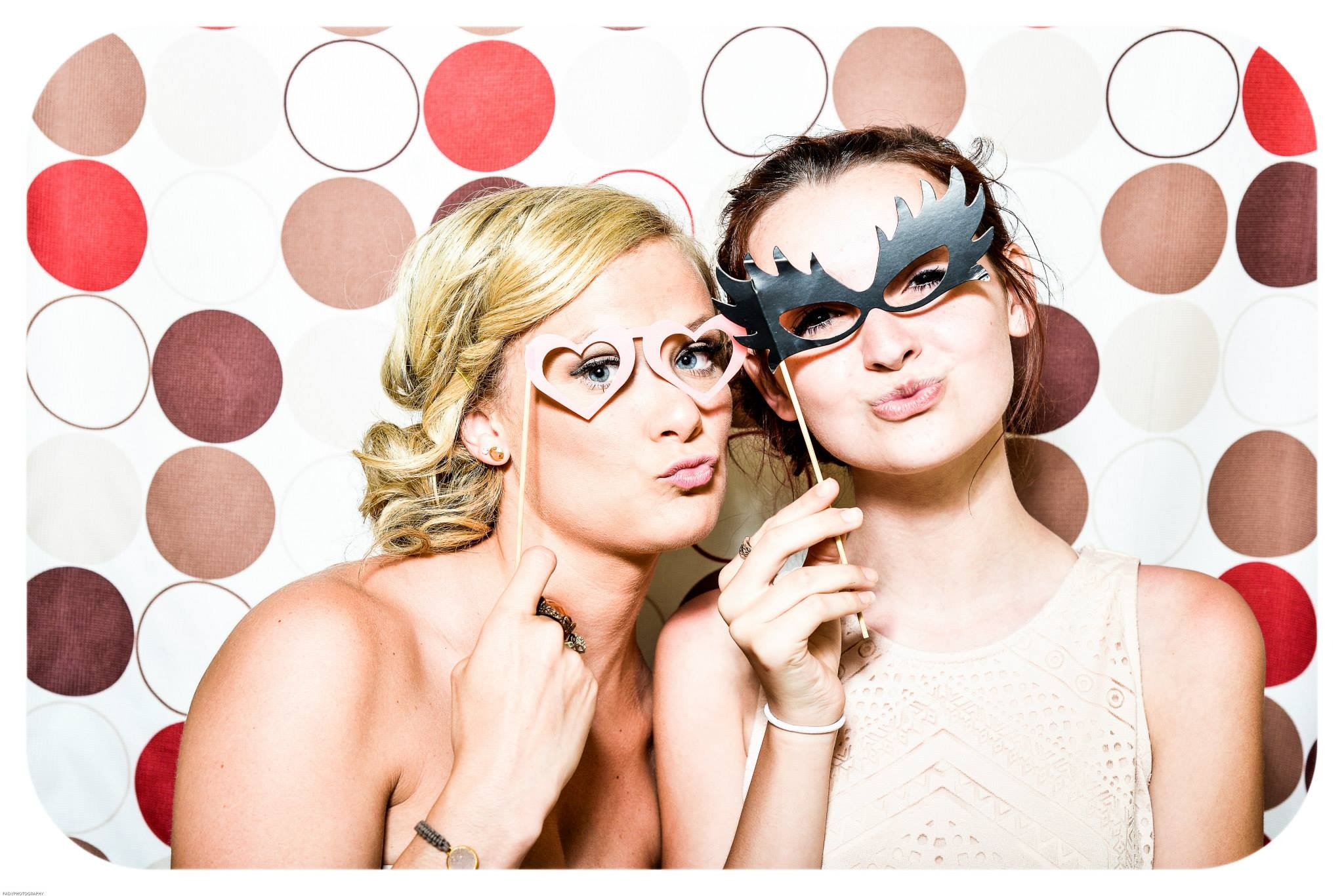 photo-booth-wedding-party-girls-160420.jpeg (2048×1367)