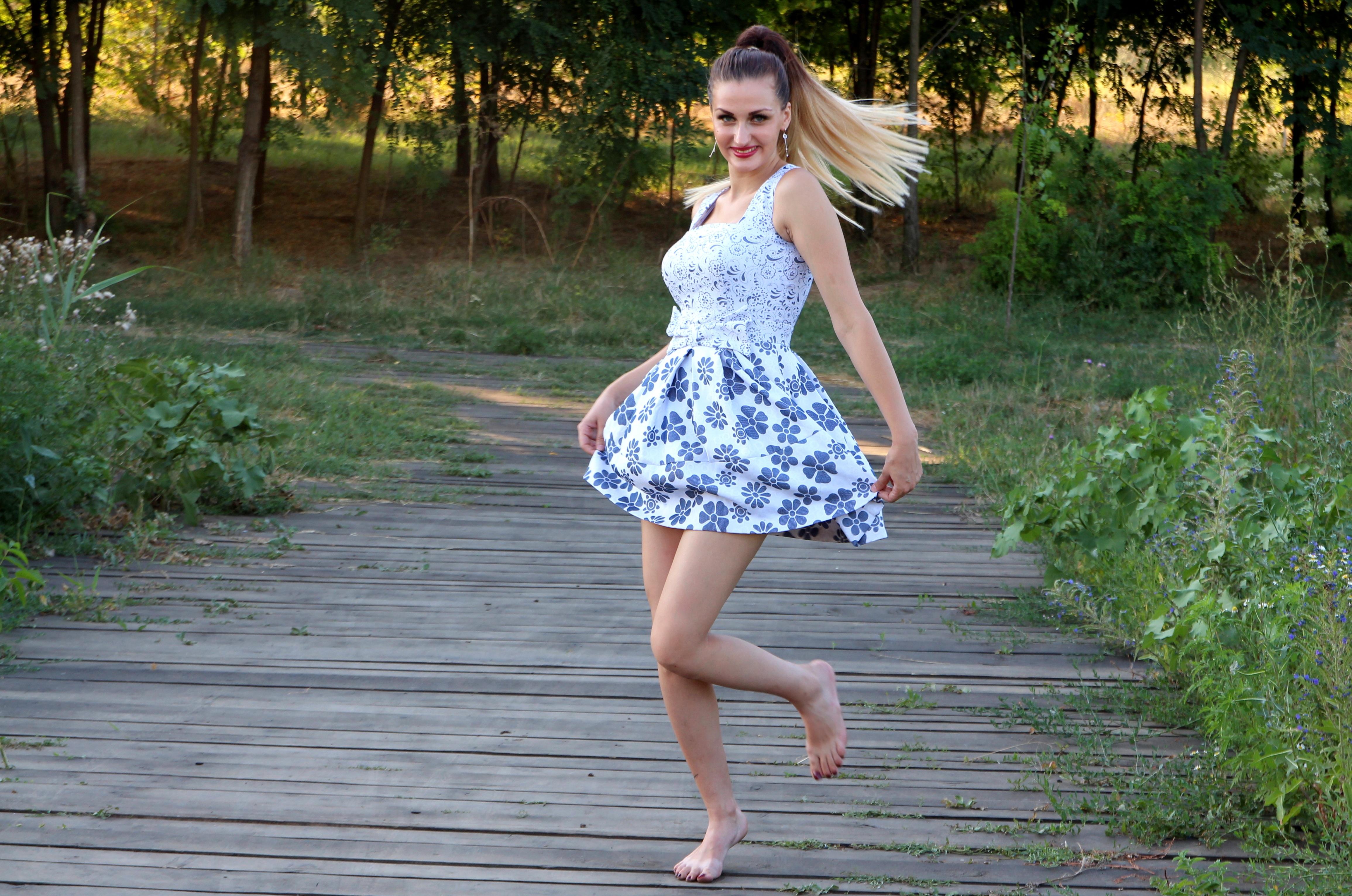 girl-dress-bounce-nature-160826.jpeg (4621×3063)