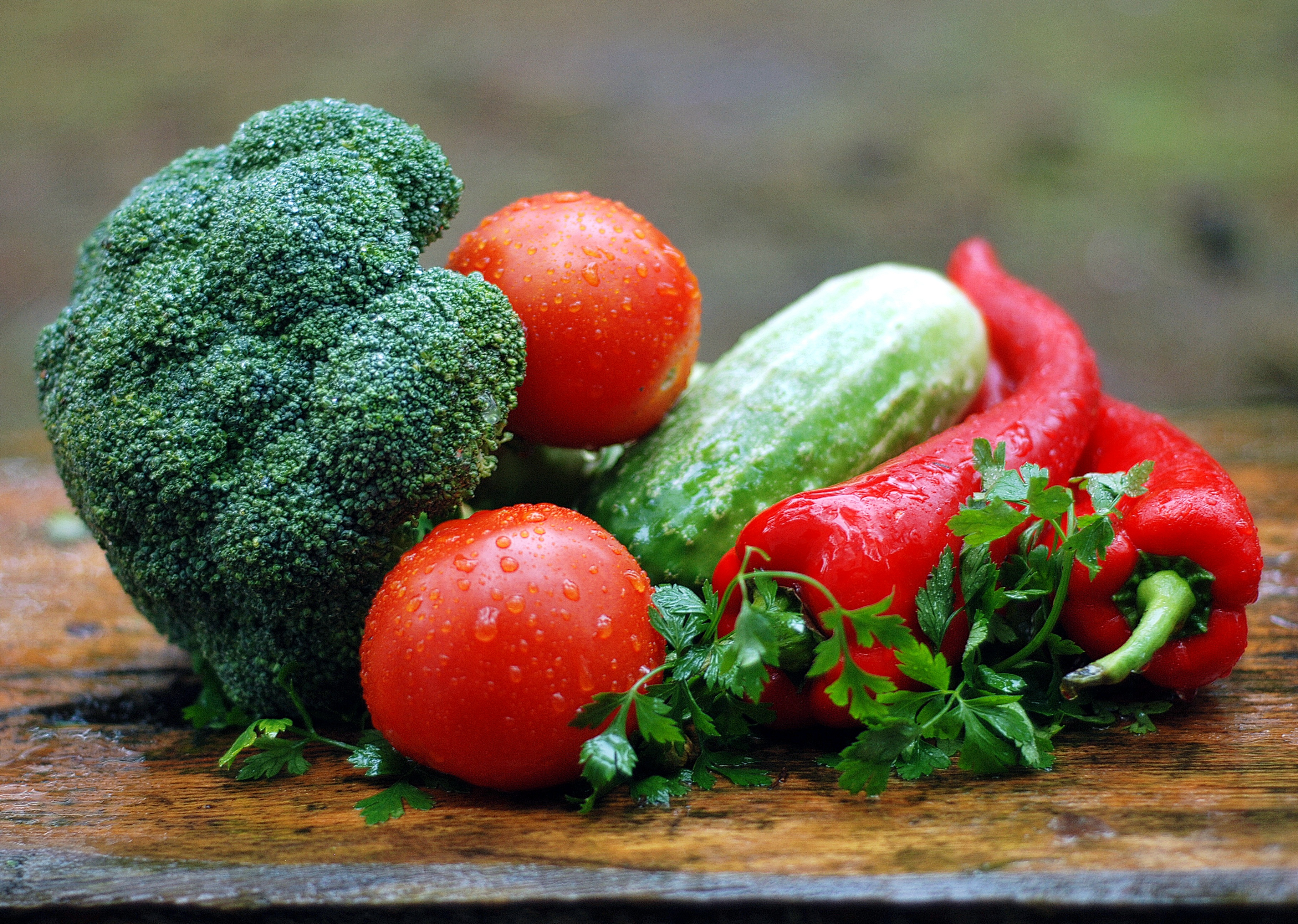 https://static.pexels.com/photos/162776/vegetables-healthy-nutrition-kitchen-cooking-162776.jpeg