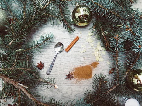Spoon Baubles and Wreath