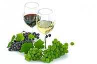Clear Long Stem 2 Wine Glass With Blue Green Grapes Below