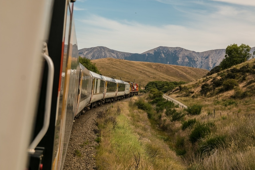 train, traveling, travelling