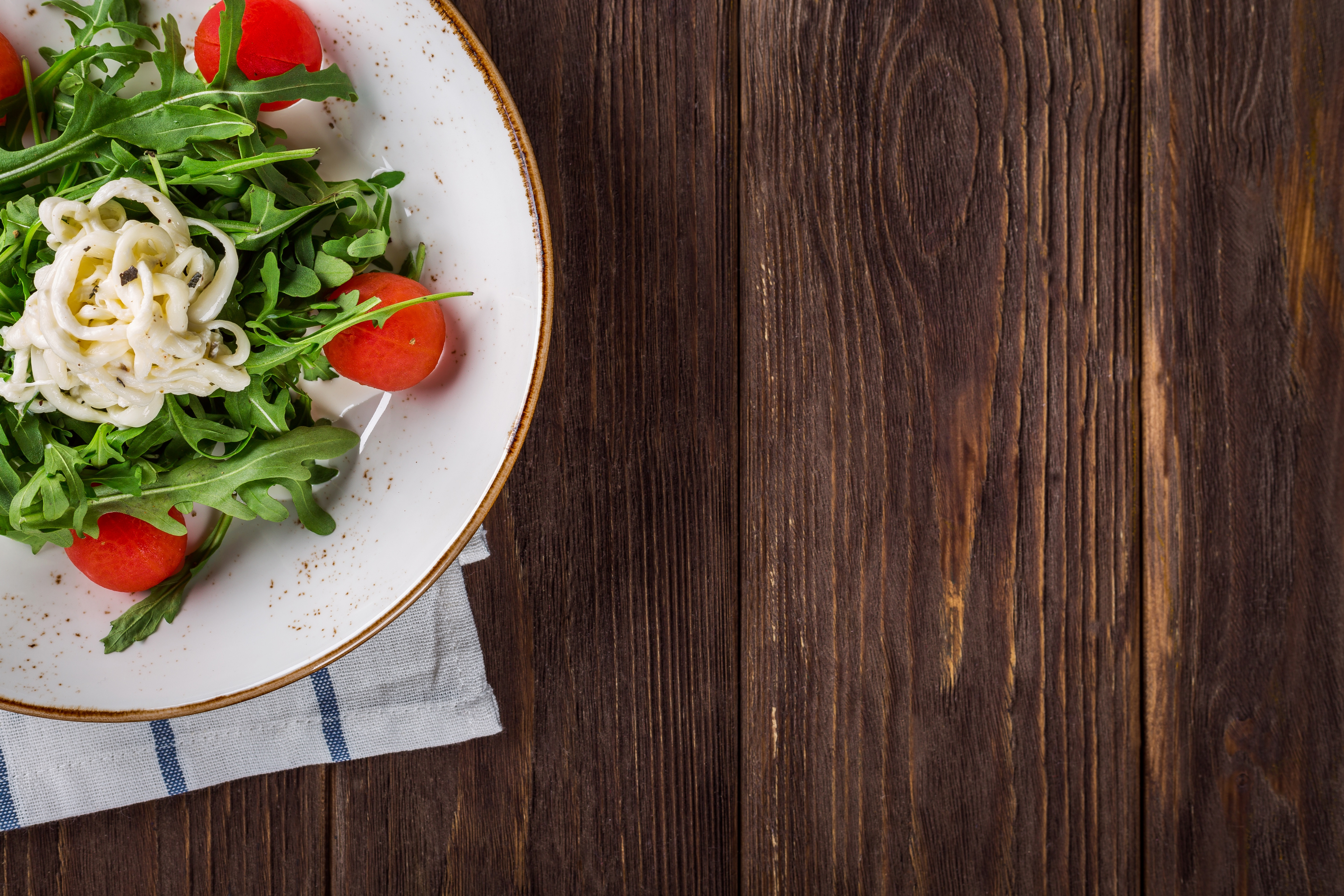 Close up of salad on table free stock photo for Table cuisine 120x80