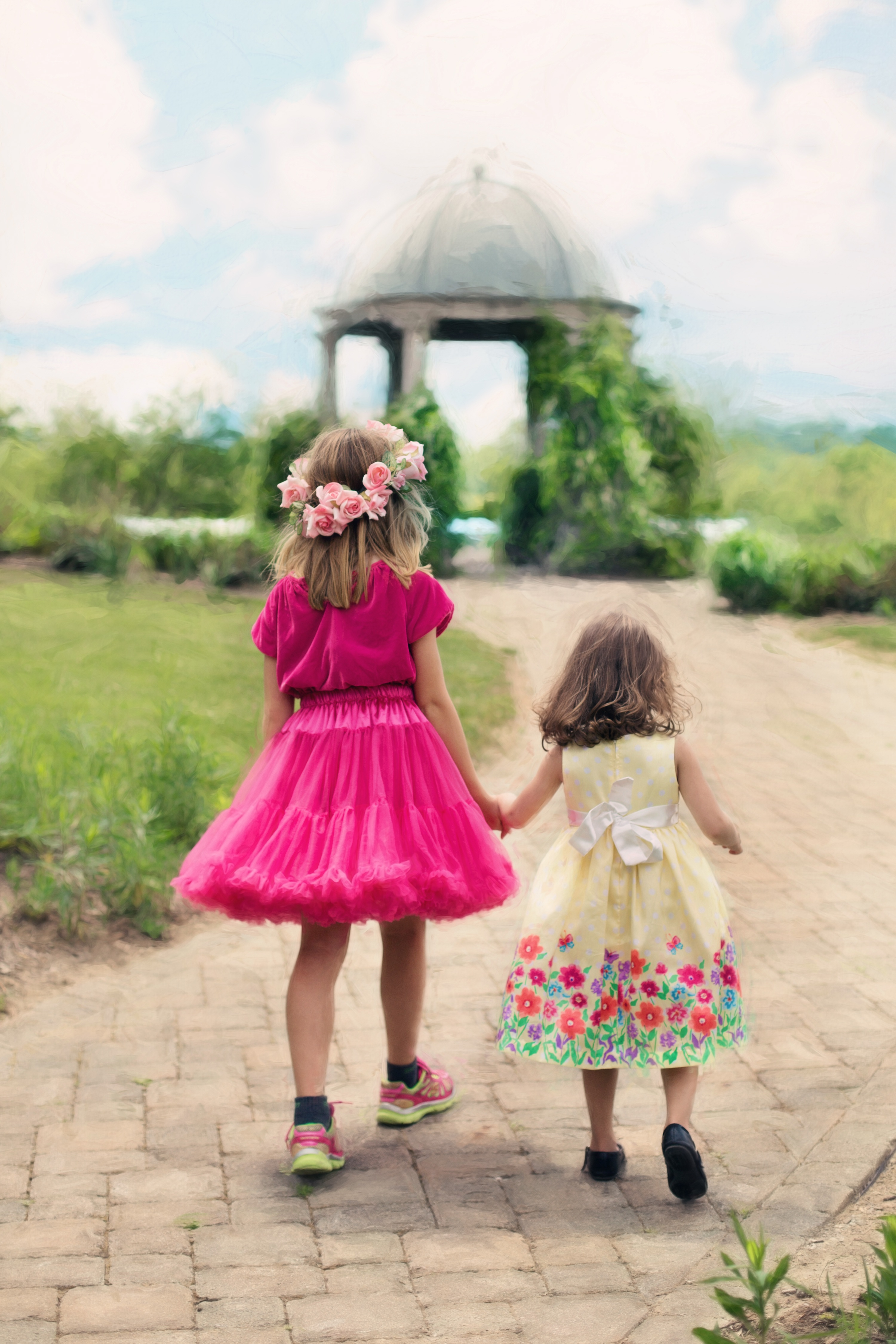 little-girls-walking-summer-outdoors-pretty.jpg (3001×4502)