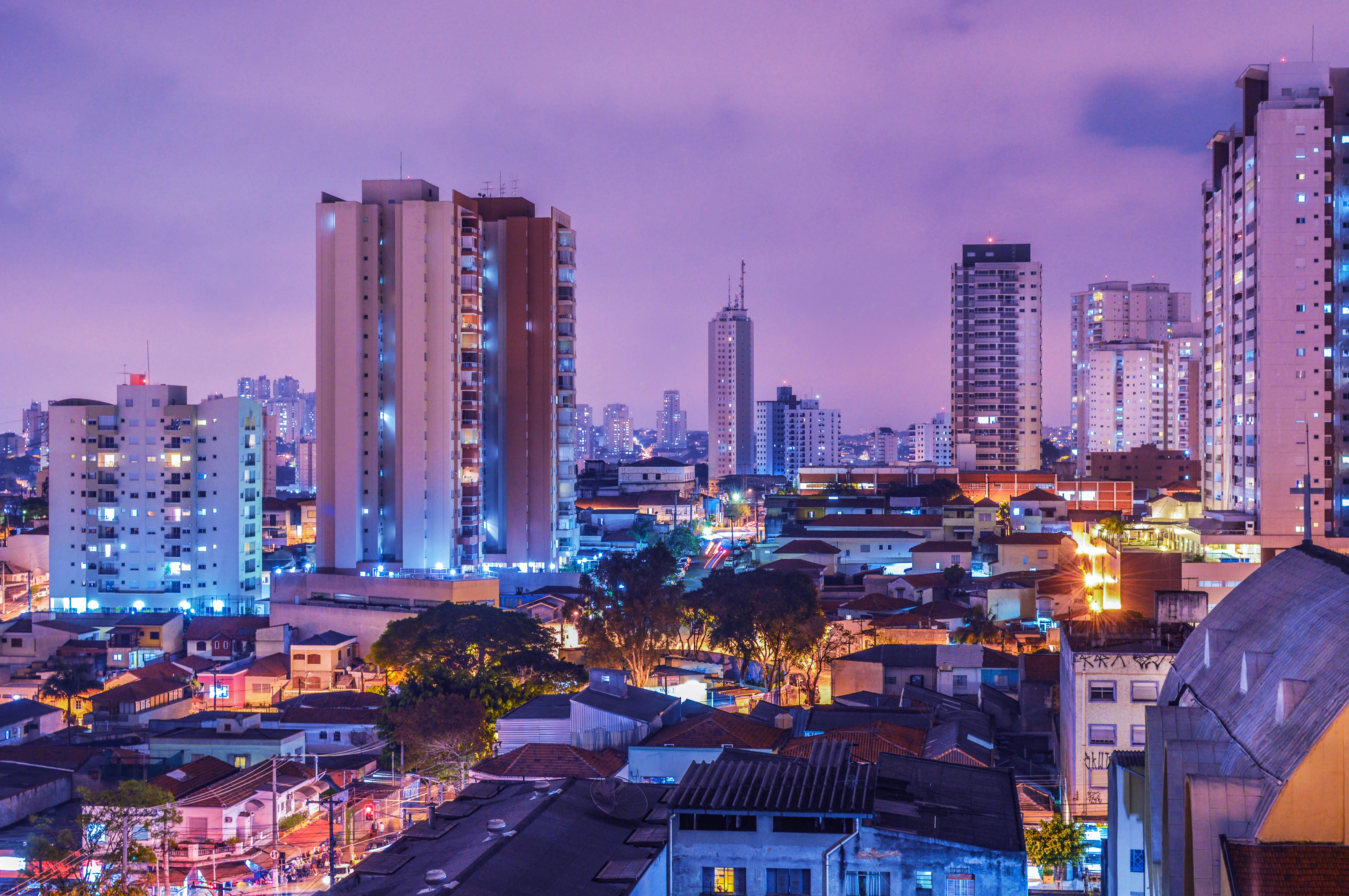 Nachtstrom in der Großstadt
