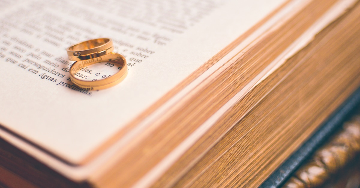 Images Wedding Rings And Bible