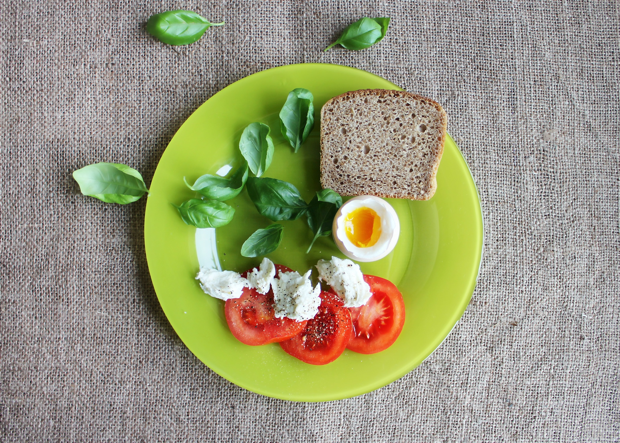 https://static.pexels.com/photos/51163/tomatoes-eggs-dish-the-green-plate-51163.jpeg