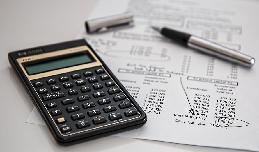 【2019年度】年収900万円の人の生活水準|割合|手取り|家賃|職業
