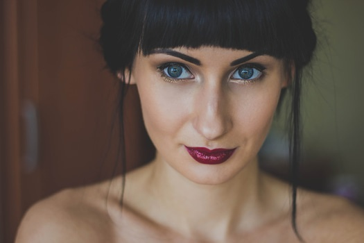 Free stock photo of woman, girl, cute, eyes: https://www.pexels.com/search/color: cinereous