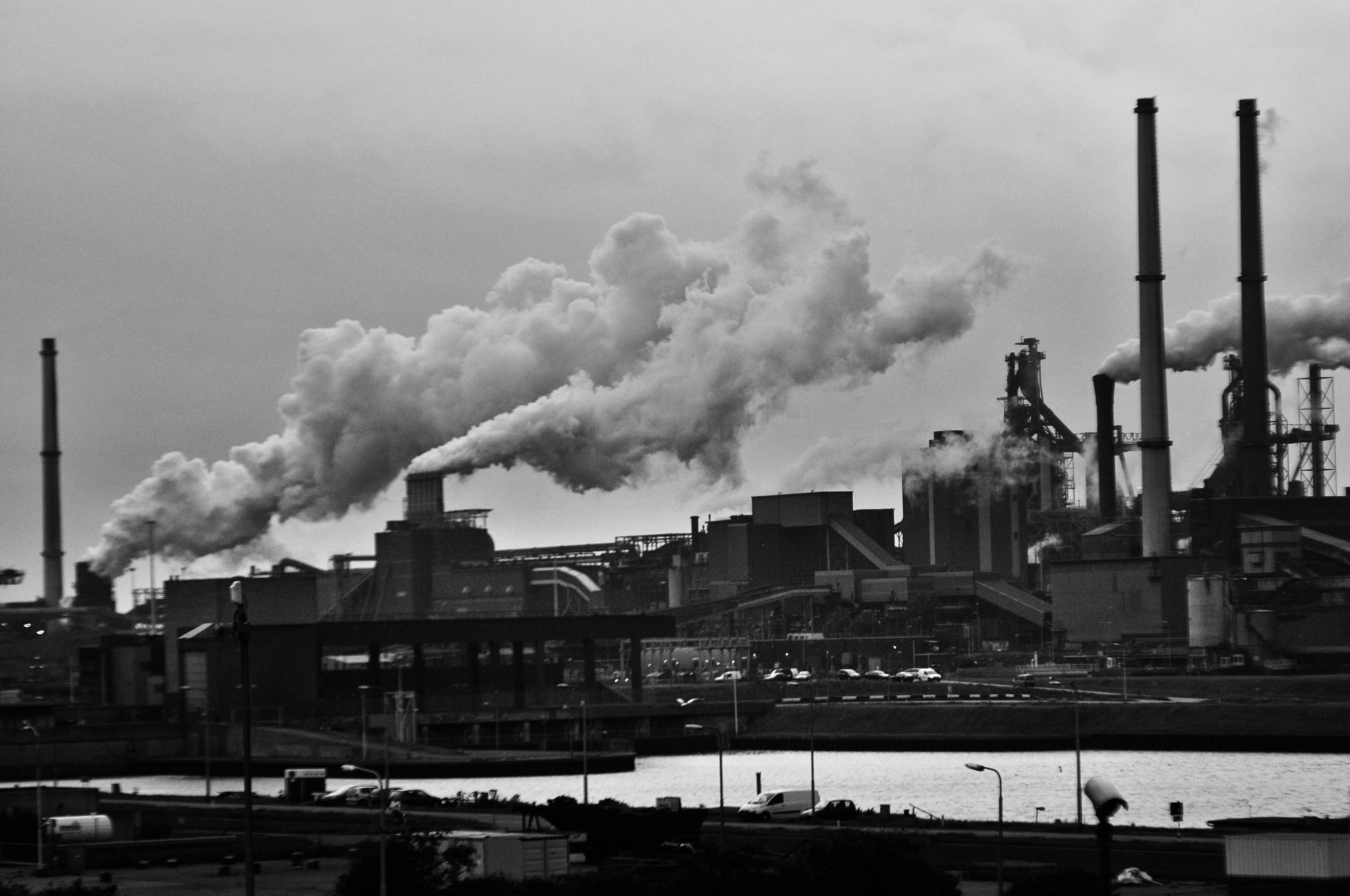 労働集約型の意味/対義語・資本集約型・労働集約型産業