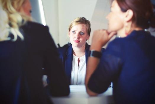 「忍びない」の意味・類語・ビジネス上の敬語表現・例文