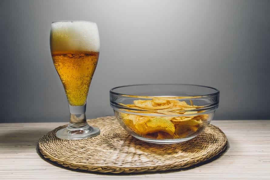 tego nie jedz - chipsy i piwo