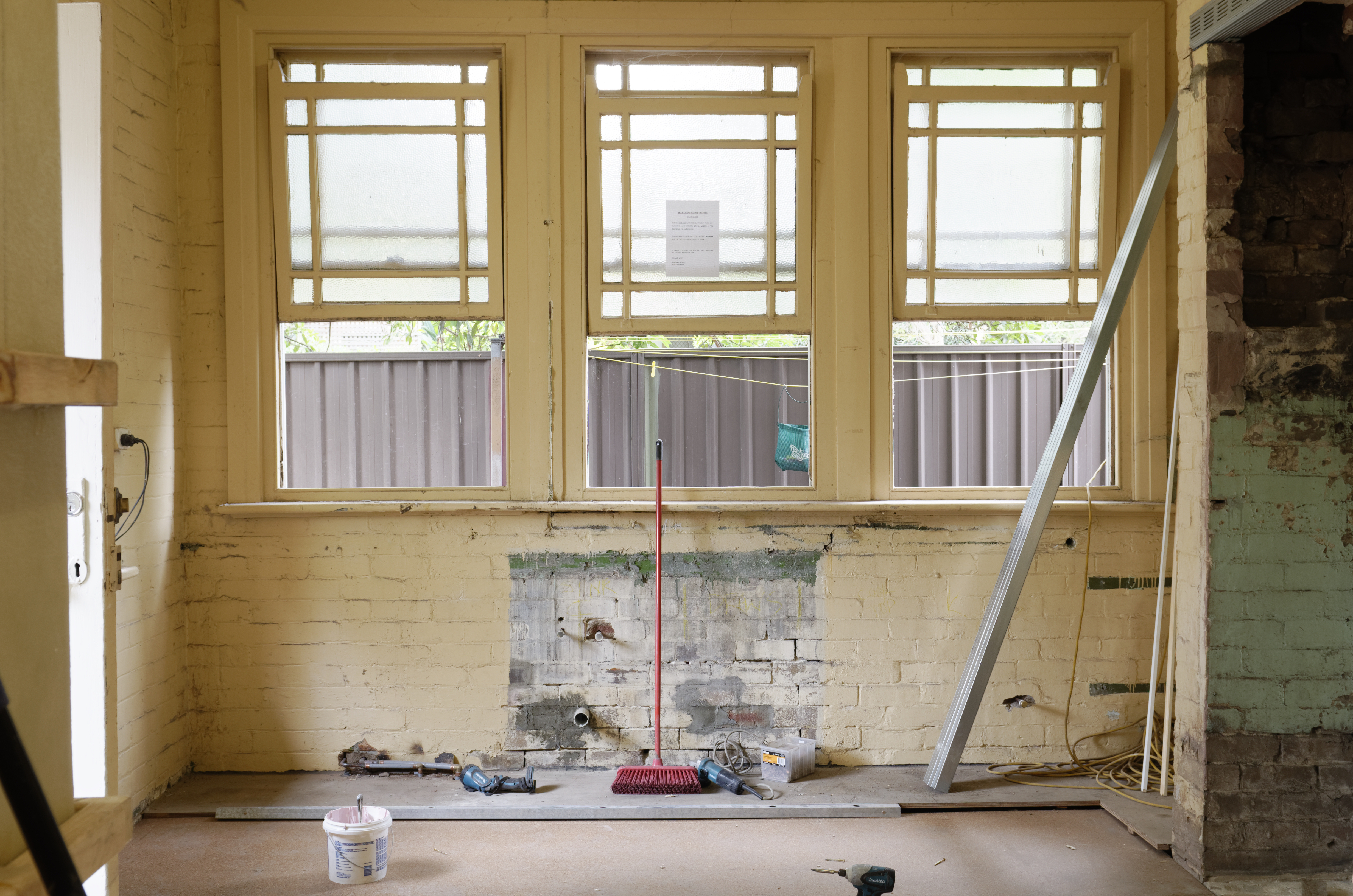 3 Tips To Avoid Asbestos Exposure While Remodeling And Repairing Older Buildings