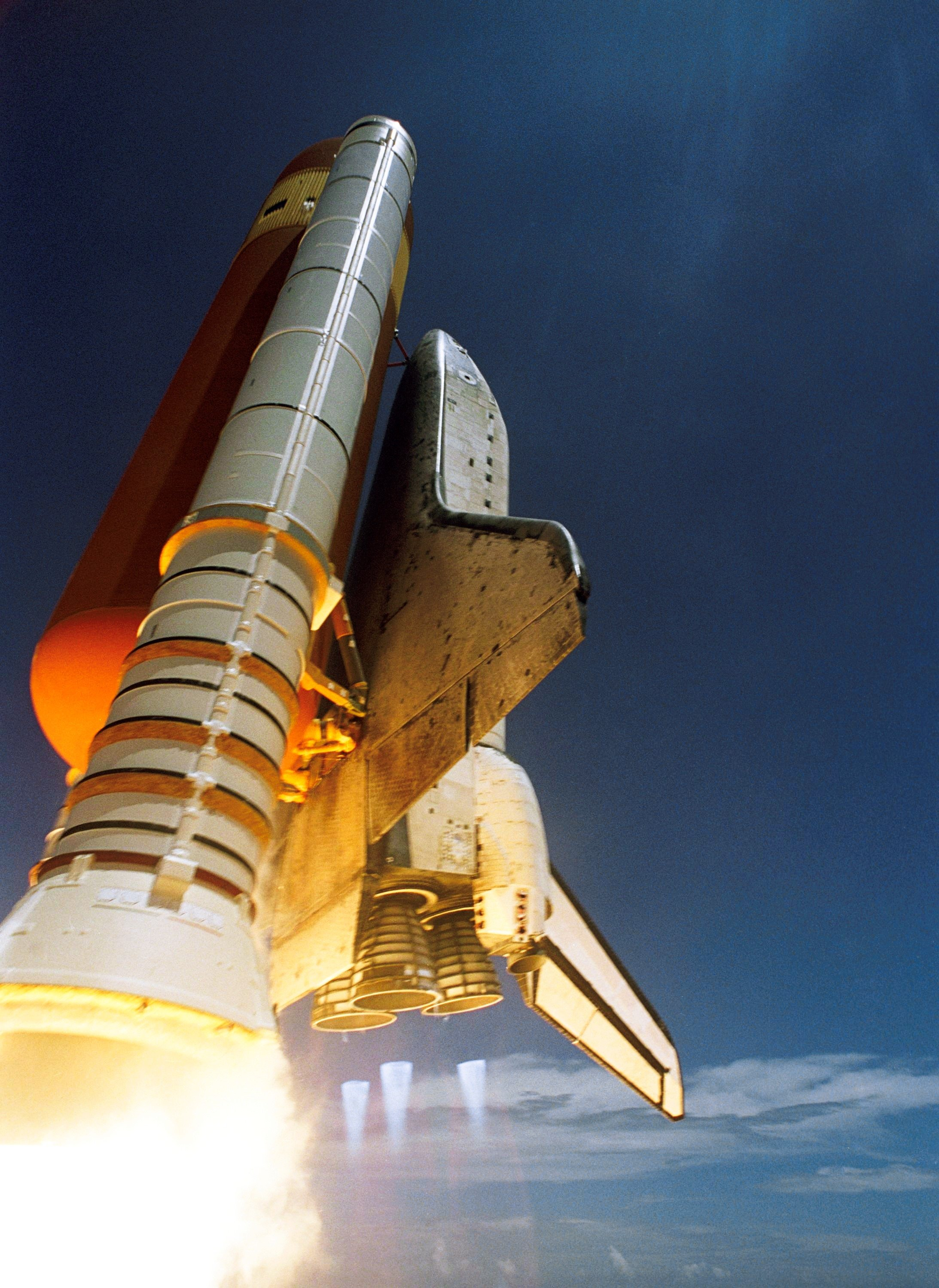 Commercial Vehicle Definition >> White Spaceship Blast Off during Daytime · Free Stock Photo
