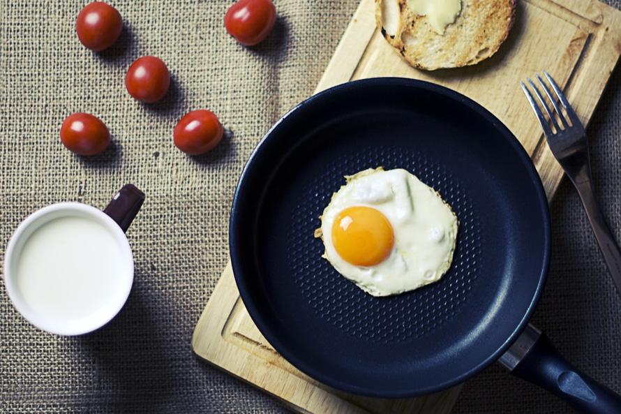 jajko, pomidory i mleko - zdrowe jedzenie na diecie