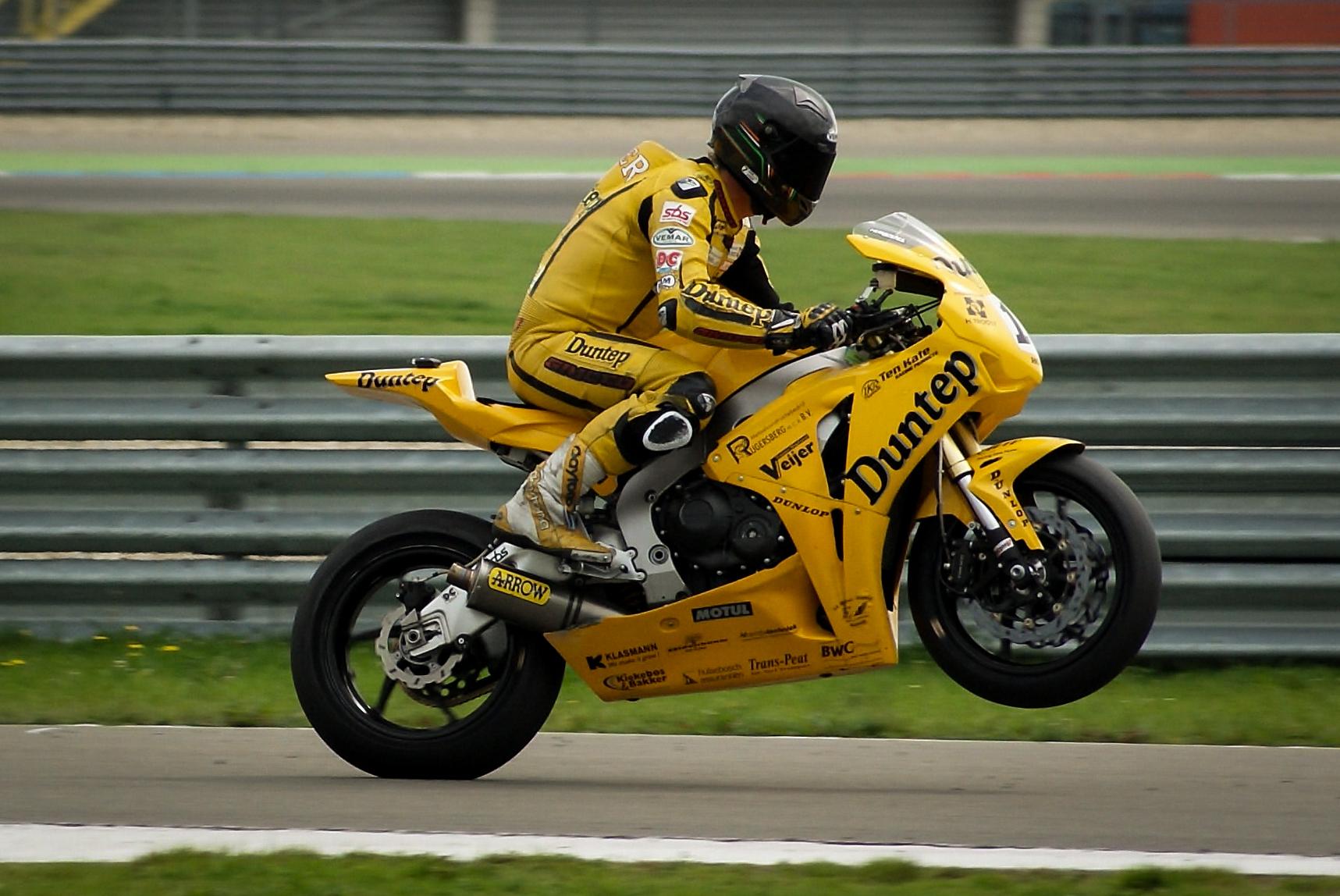 how to start motorbike racing