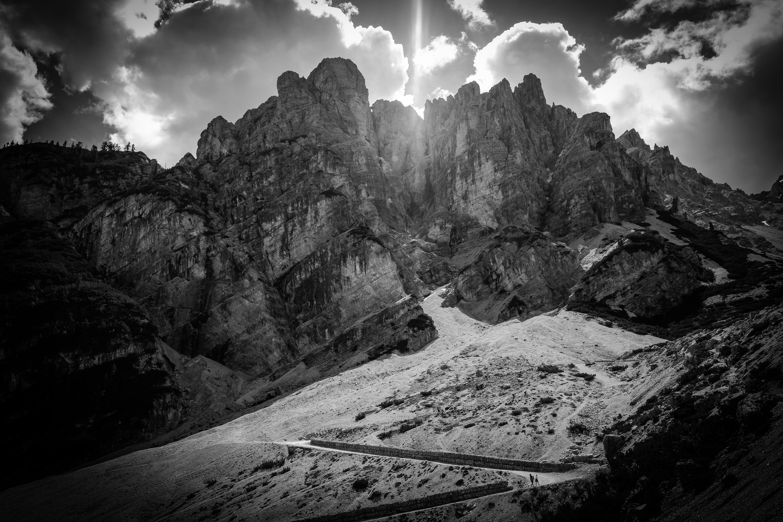 Montañas blanco y negro
