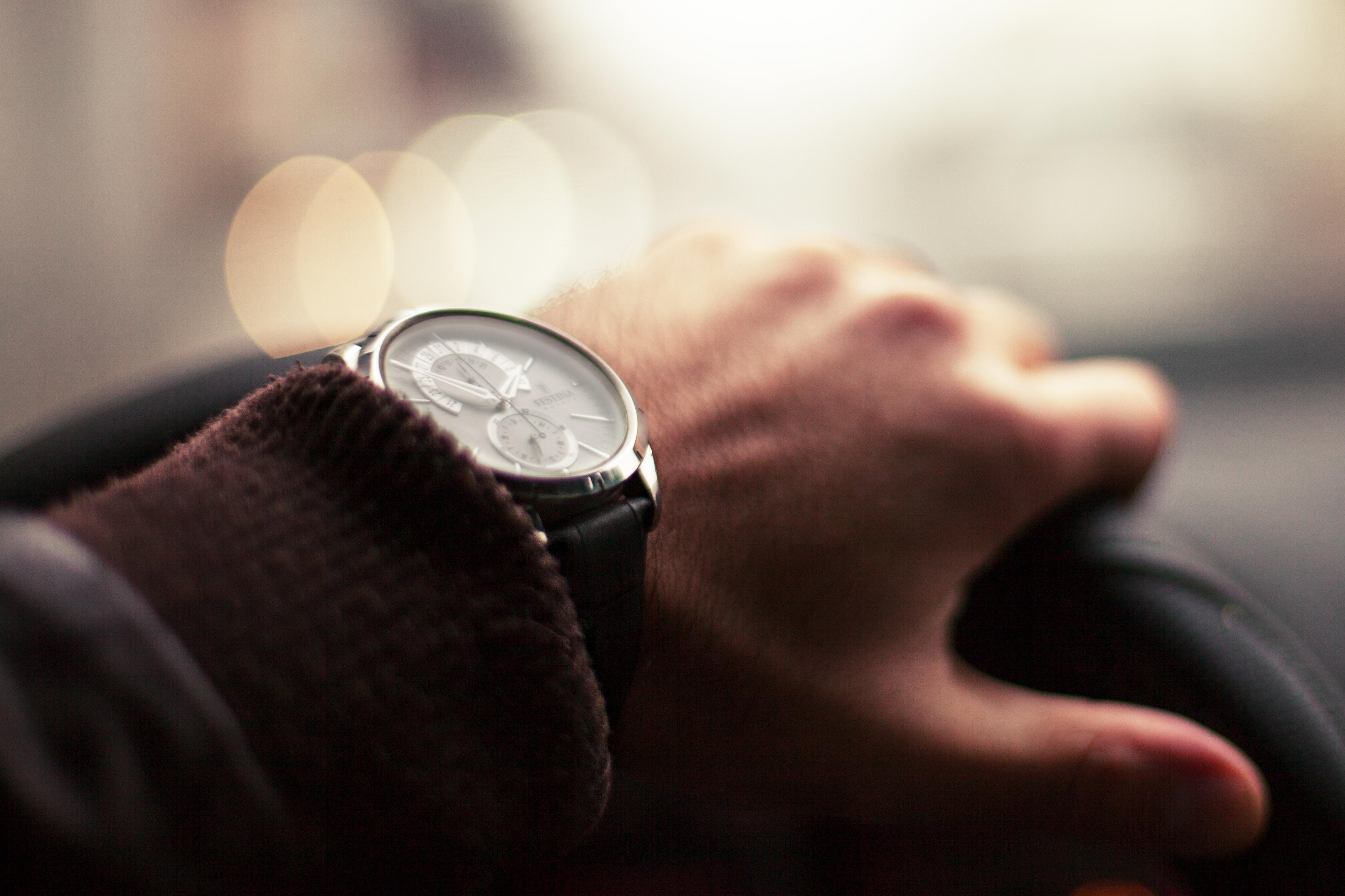 27364b8a92230 هل تفكر في شراء ساعة يد أنيقة؟ اتبع هذه النصائح